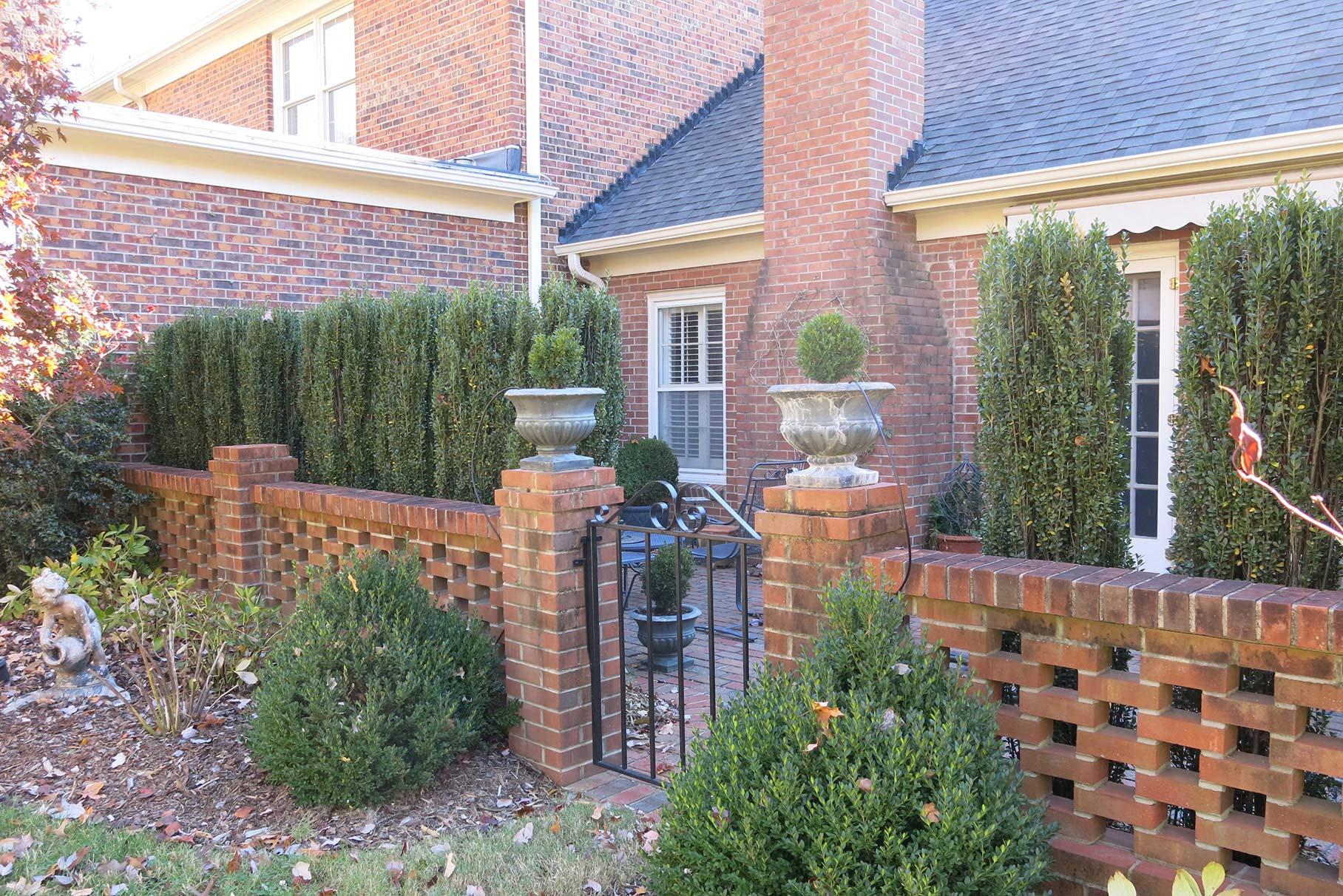 fountain_manor_backyard3